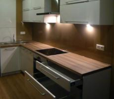 Na zdjęciu: Kuchnia jasna pionowe ujęcie