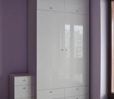 Na zdjęciu: Zabudowa wnęk w salonie